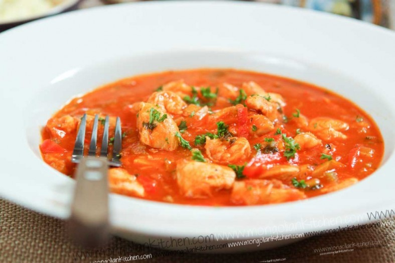 Creole sauce with chicken and prawn